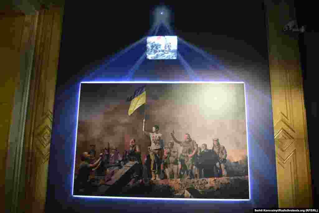 Світлина за мотивами картини Ежен Делакруа «Свобода, що веде народ»