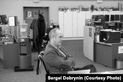 Реймонд Велесс в контрольной комнате ускорителей