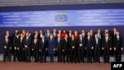 Pjesëmarrësit në samitin e Brukselit.