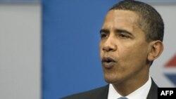باراک اوباما به هنگام ايراد سخنرانی در مراسم فارغالتحصيلی دانشجويان مدرسه اقتصاد مسکو، سهشنبه ۱۶ تير ۱۳۸۸