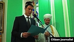 Former tennis player Marat Safin gives a reading during Eid al-Adha prayers in Nizhny Novgorod last week. (photo: Damir Mukhetdinov)