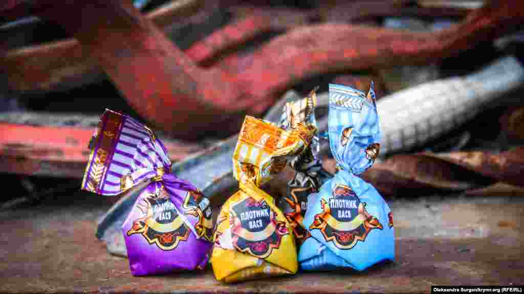 «Плотник Вася» от кондитерской фирмы «АтАг». Эта фабрика по праву занимает одно из лидирующих мест по количеству «креативных» названий конфет