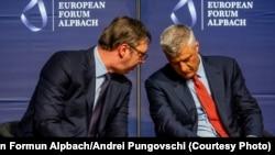 Predsjednici Srbije Aleksandar Vučić (L) i Kosova Hašim Tači (D) na Evropskom forumu Alpbach u Austriji, 25. avgust 2018.
