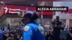 АҚШда полициячилар ҳамкасбининг қилган айби учун халқдан тиз чўкиб узр сўрамоқда
