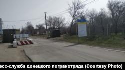 КПВВ в поселке Гнутово под Мариуполем после объявления карантина