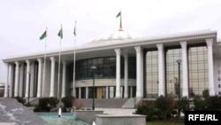 Türkmenistanyň Şekillendiriş sungaty muzeýiniň täze binasynyň ulanyşa berlenine 7-ýyl geçdi.