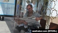 Balkan: Işgärler abuna ýazylmaga mejbur edilýär, ýöne gazet-žurnallar berilmeýär
