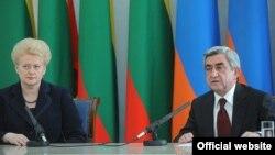 Հայաստանի և Լիտվայի նախագահները Երևանում ասուլիսի ժամանակ, 4-ը մայիսի, 2014թ․
