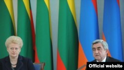 Armenia -- President Serzh Sarkisian (R) and his visiting Lithuanian counterpart, Dalia Grybauskaite, at a joint news conference in Yerevan, 4May2011.