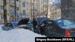 Освобожденные из-под снега автомобили не заводились