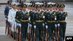 Pjesëtarë të forcave kineze.