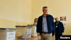 Hashim Thaci na glasanju u Prištini