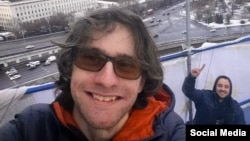 Олександр Хорршр на висотці на Котельничиській набережній