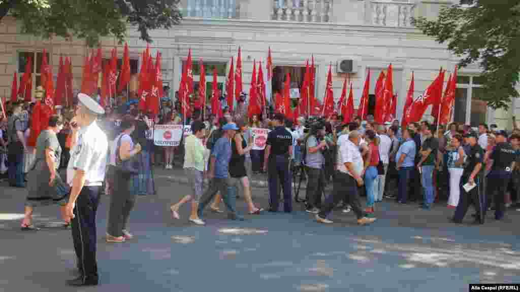 Акция состоялась напротив здания Национального агентства по регулированию в энергетике (НАРЕ) Молдавии.