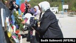 U Srebrebrenici je obilježeno sjećanje na 12. april 1993., stradanje 74 osobe nakon napada bosanskih Srba granatom