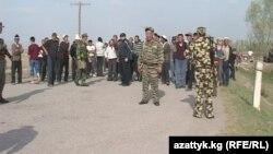 Өткөн жылы да 18-апрелде Кара-Бак айылында кыргыз-тажик чек арасында жаңжал орун алган