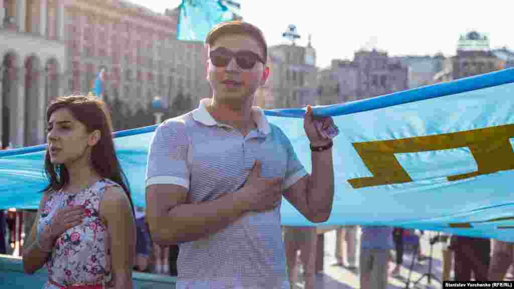 Ukraina gimni seslendirile