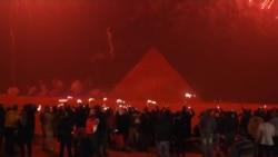 Nova dočekana ispred piramida u Gizi