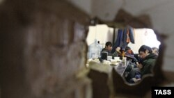 Нелегальные мигранты на московской стройке во время рейда ФМС