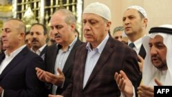 Recep Tayyip Erdogan (sağdan ikinci)