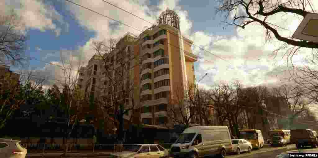 Высотка «Дипломат» того же застройщика на проспекте Кирова, недалеко от Детского парка