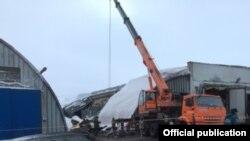 Граждане Узбекистана погибли при обрушении крыши склада овощей в России. Фото представлено ГУ МЧС РФ по Тульской области.