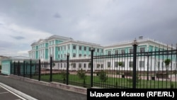 """Бишкек. """"Газпром"""" курган мектеп."""