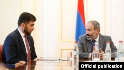 Armenia -- Prime Minister Nikol Pashinian (R) introduces Davit Sanasarian, the newly appointed head of the State Oversight Service (SOS), to SOS staff, Yerevan, May 29, 2018.