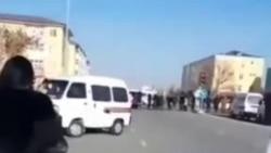 В Нукусе жители перекрыли дорогу из-за невыплаты зарплат