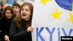 Відмова української влади від укладення угоди про асоціацію з ЄС спричинила масові протести, які тривають понад два місяці