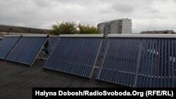 Сонячні колектори на даху дитячого садка