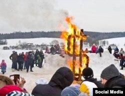 Народная забава: зимнее сжигание доллара