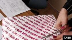 Содержимое конвертов с заданиями ЕГЭ-2011 оказалось в распоряжении учащихся перед экзаменами