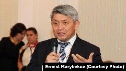 Эрнест Карыбеков. Архивдик сүрөт.