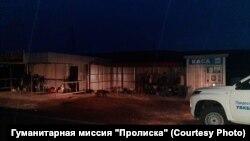 Под этим навесом на КПВВ «Новотроицкое» по очереди спали люди