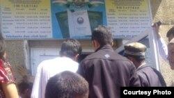 Uzbekistan - queue near passport office