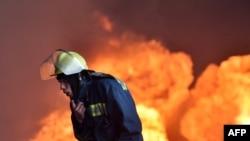 Під Києвом продовжують горіти резервуари з нафтою (фотогалерея)