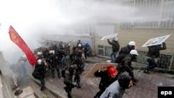 Истанбул, Тақсим майдони. 1 май, 2014 йил.