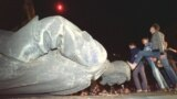 Під час знесення пам'ятника Феліксу Дзержинському в Москві у ніч на 23 серпня 1991 року