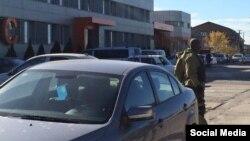 На крымскотатарском телеканале ATR российские силовики проводят обыск, 2 ноября 2015 года
