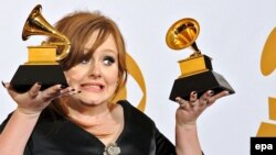 Adele mükafatlandırma mərasimində.