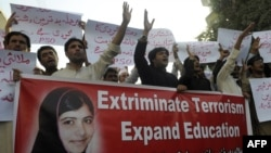 Pakistani students shout slogans during a protest against the assassination attempt on Malala Yousafzai, in Quetta, 11Oct2012