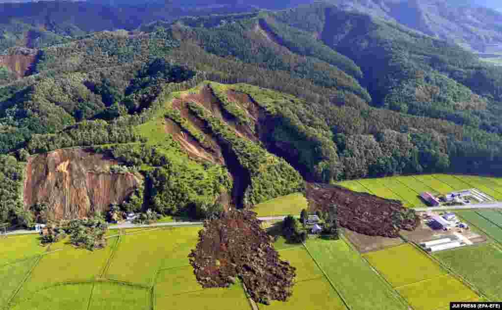 Аэрафотаздымка паказвае наступствы вялікага апоўзня, які адбыўся пасля землятрусу на японскім востраве Хакайда, 6 верасня.