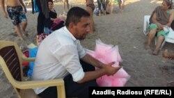 Çimərlikdə pambıq satan Vüsal