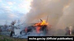 Фота з пажару ў вёсцы Сідаравічы Мядзельскага раёну. 28 красавіка.