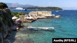 Кадър от остров Корфу