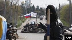 Украина -- Орусиячыл жикчилердин баррикадасы, Словянск шаары, 14-апрель, 2014-жыл
