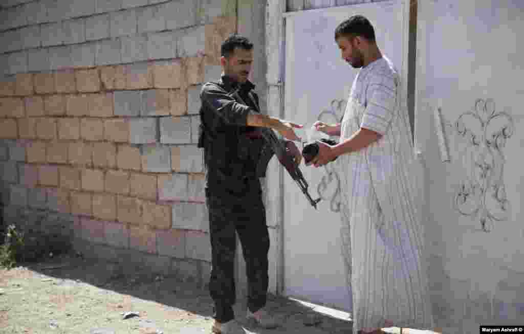 نیروهای امنیت محلی در پی مهاجمان انتحاری
