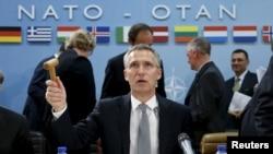 Secretarul general NATO Jens Stoltenberg prezideazî reuniunea miniștrilor apărării din Alianța Nord-Atlantică, Bruxelles, 8 octombrie 2015.
