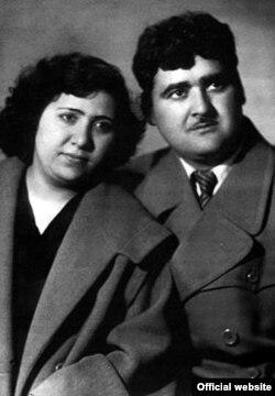 Xəlil Rza həyat yoldaşı ilə, 1957